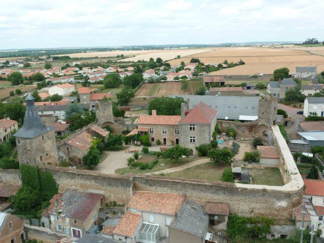 Le vieux chateau d 39 airvault chambre d 39 h te airvault for Airvault 79