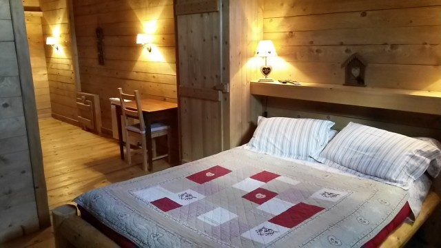 chambres d 39 h tes les cabanes de pellier chambre d 39 h te charcier jura 39. Black Bedroom Furniture Sets. Home Design Ideas