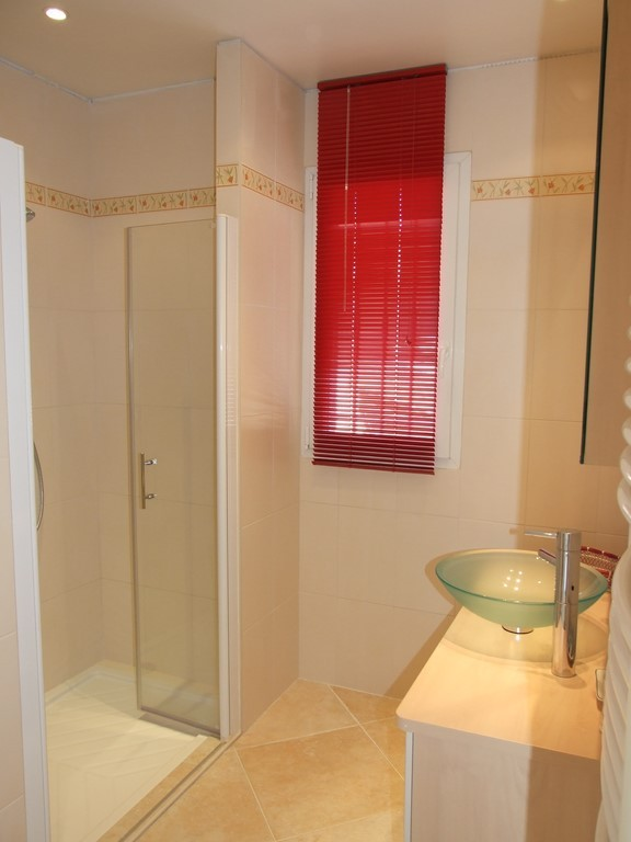 Villa maolni chambre d 39 h te toulon var 83 for Fenetre 180x90