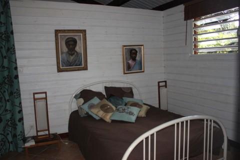 Charmant bungalow en bois ind pendant chambre d 39 h te la for Chambre hote 974