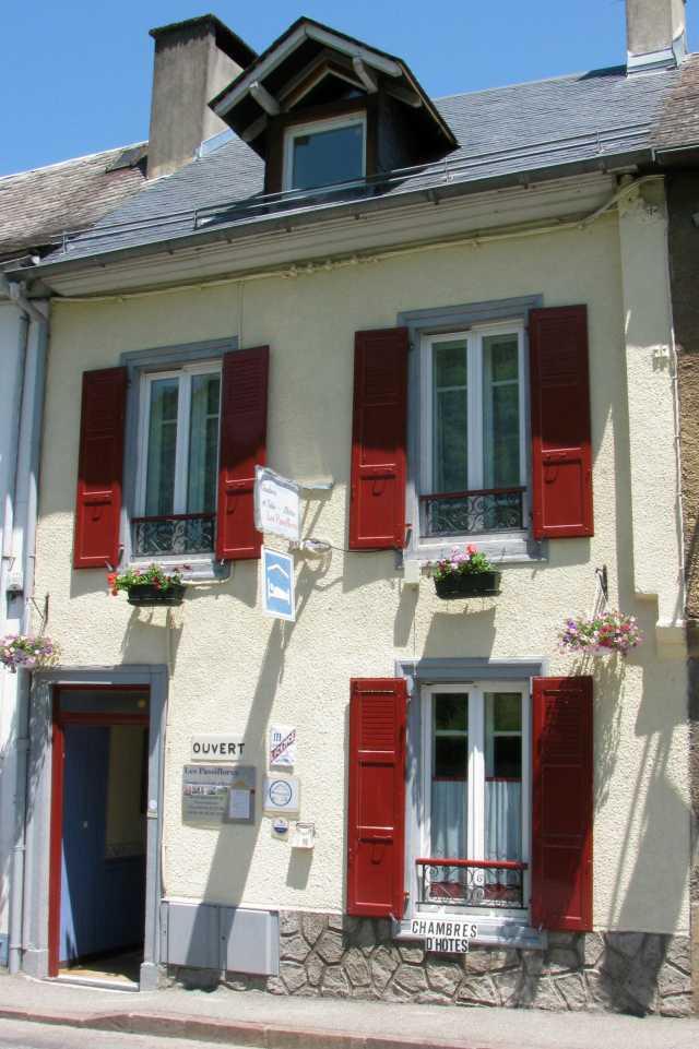 Les passiflores chambre d 39 h te campan hautes pyrenees 65 for Maison hote pyrenees