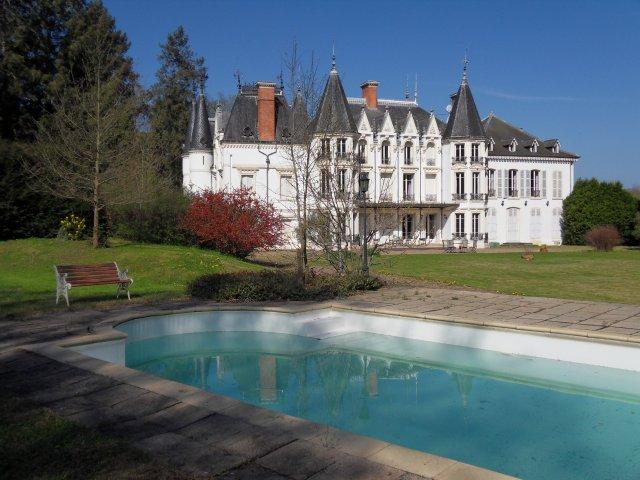 Chateau de la motte chambre d 39 h te noailly loire 42 for Chambre d hote chateau de la loire