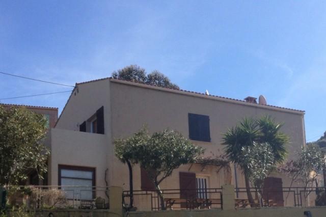chambre et table d 39 h tes pr s d 39 ajaccio vue mer maison villa ajaccio corse du sud 20a. Black Bedroom Furniture Sets. Home Design Ideas
