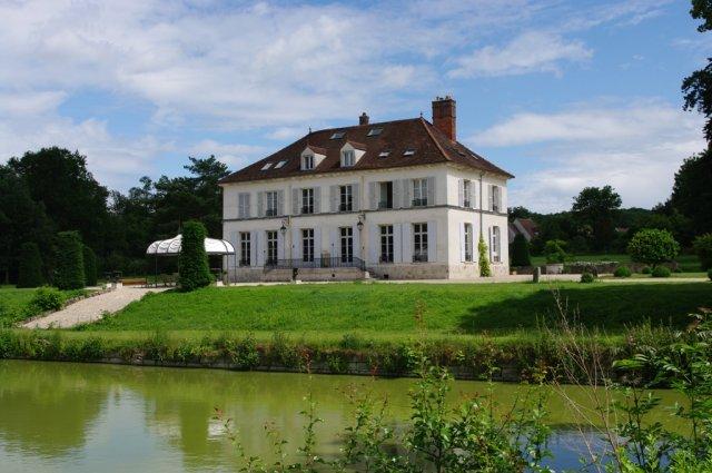 Chateau de pommeuse chambre d 39 h te pommeuse seine et for Chambre hote 77