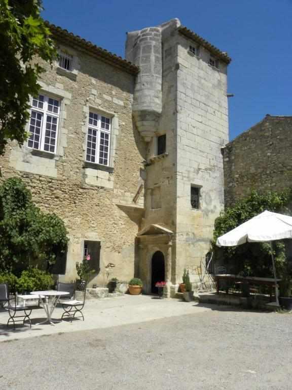 Chateau petit sonnailler chambre d 39 h te aurons bouches - Chambre d hote bouches du rhone ...