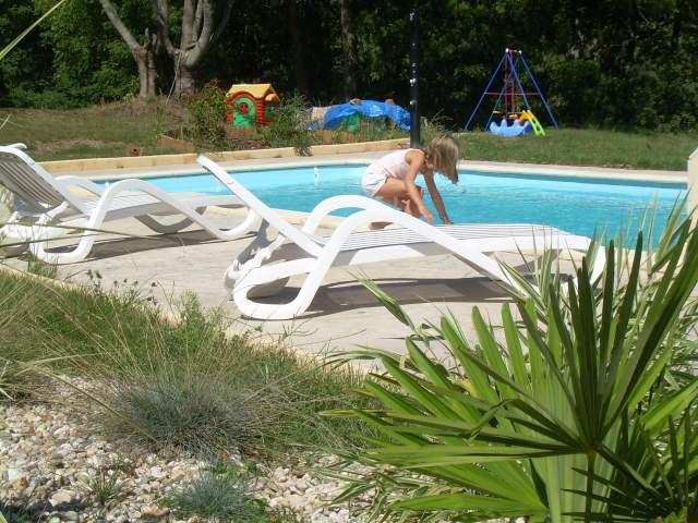 Roulottes et gite de flor na avec piscine en aveyron g te for Gite piscine aveyron