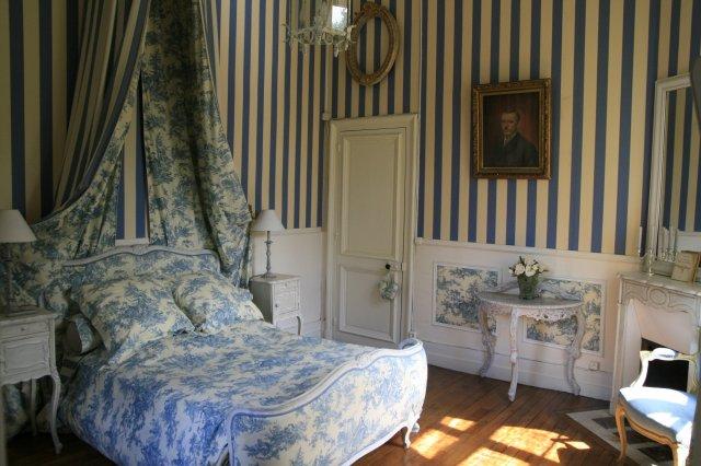 ch teau de la plaudi re chambre d 39 h te maray loir et cher 41. Black Bedroom Furniture Sets. Home Design Ideas