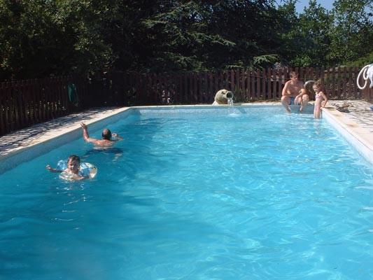 G te des sausses g te jaujac ardeche 07 for Accessoire piscine valence