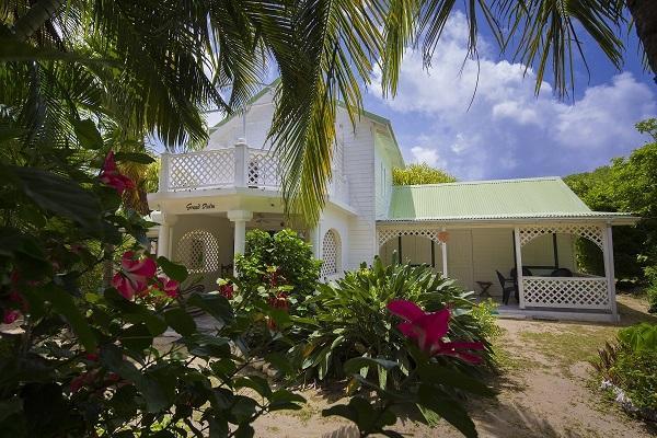 Le grand palm bungalows de charme grand bourg marie for Marie galante chambre d hote