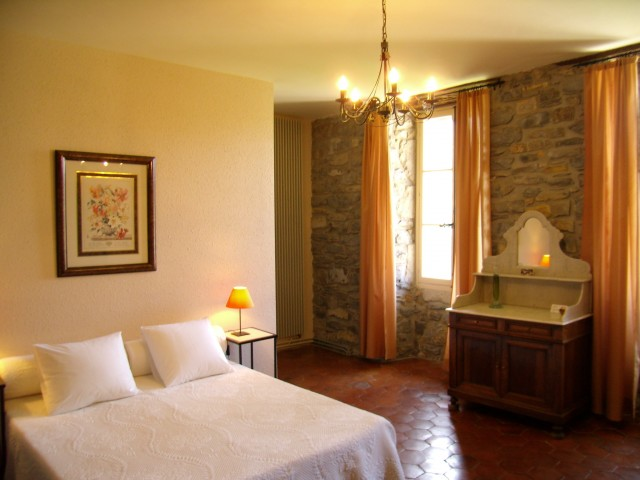 millau les tilleuls chambre d 39 h te millau st georges de luzen on aveyron 12. Black Bedroom Furniture Sets. Home Design Ideas