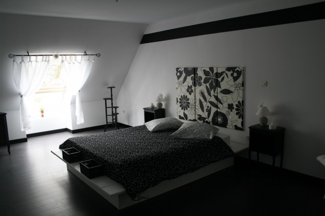 idee deco chambre noir et blanc image sur le design maison. Black Bedroom Furniture Sets. Home Design Ideas