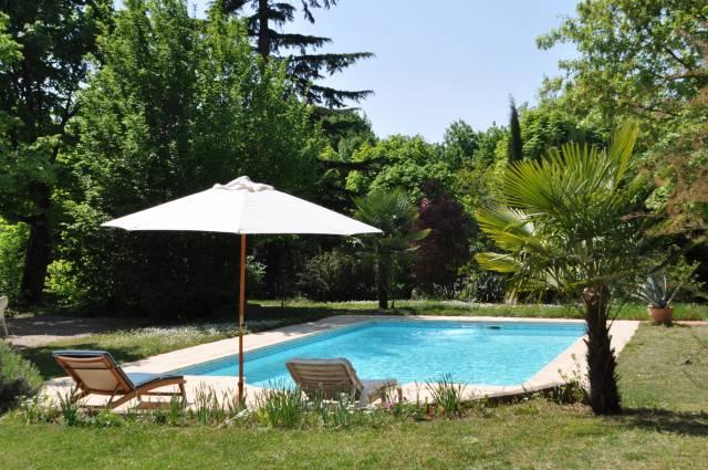Villa castel chambres d 39 h tes de charme et g te lyon for Tarif piscine lyon