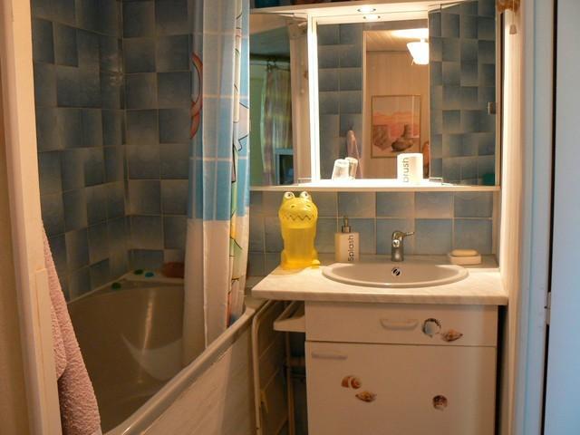 s jour et chambre s b et wc indiv entr e ind pendante donnant sur jardin chambre d 39 h te. Black Bedroom Furniture Sets. Home Design Ideas